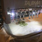 八戸三社大祭最終日。ひしざしカフェに、いのるんの刺繍が3分で出来上がる化け物ミシンが来店!?